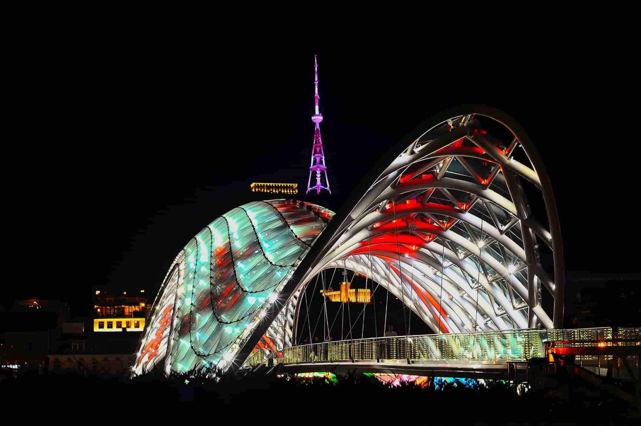 Новый район Тбилиси, мост мира