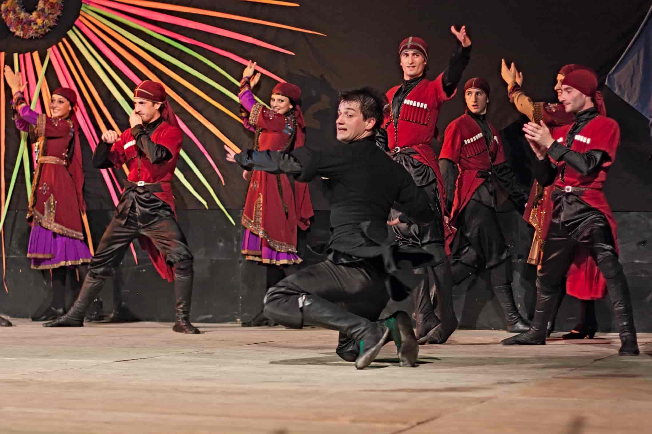 Песни и танцы Грузии, традиции Грузии, Хоруми